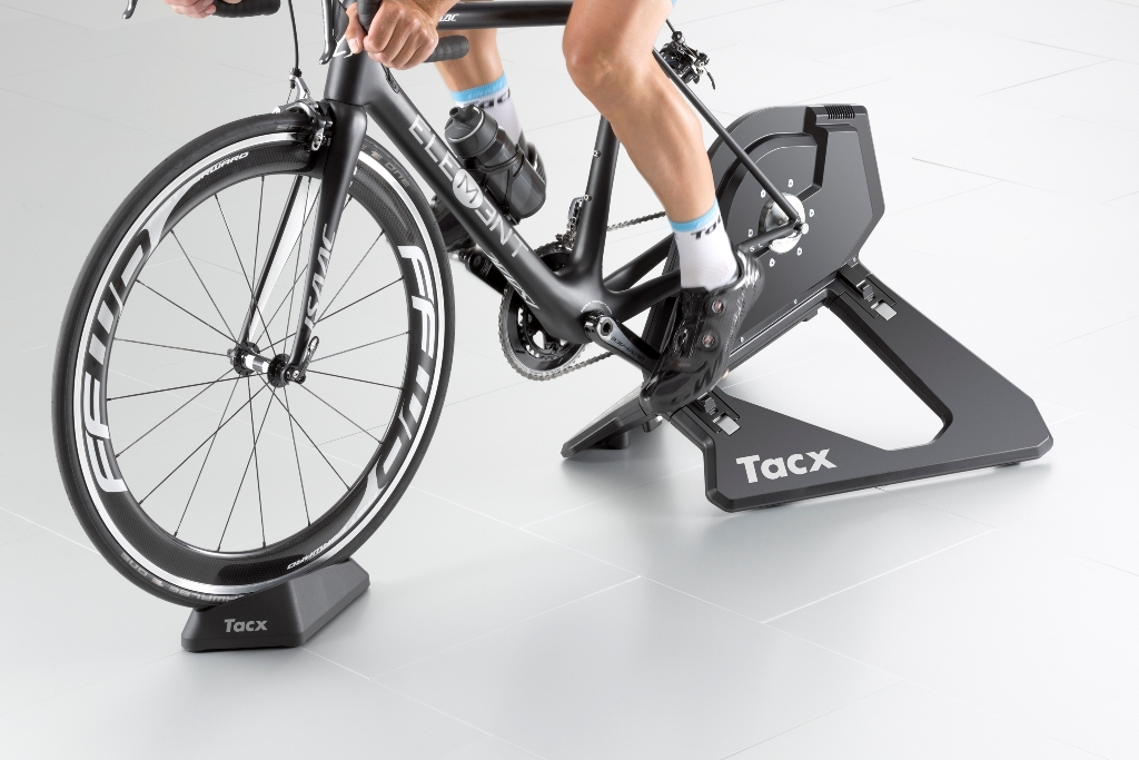 t2800_tacx_neosmart_front-inuse_rgb_0615
